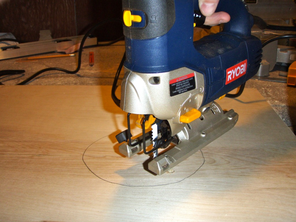 Corn hole cutting circle 1024x768 - How to make your own Cornhole board