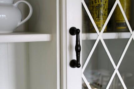 Dresser handle close up 430x286 - Dresser handle close up