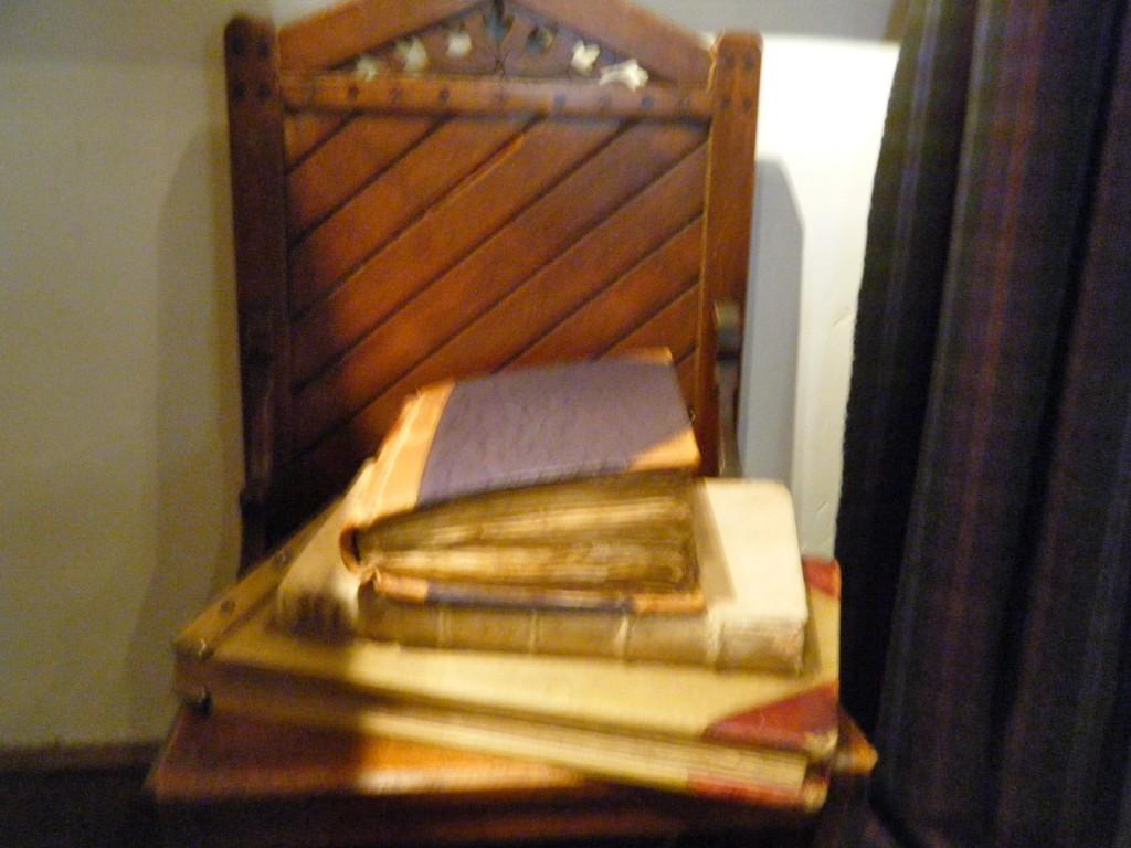 DSCF2475 1024x768 - See Ralph Lauren's Sitting Room and Bedroom