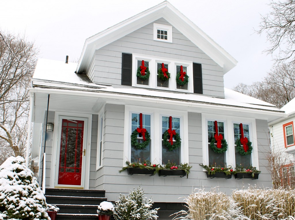 The 2 seasons the mother daughter lifestyle blog Holiday decorated homes