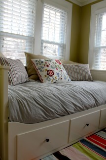 Daybed down view 215x323 - Daybed