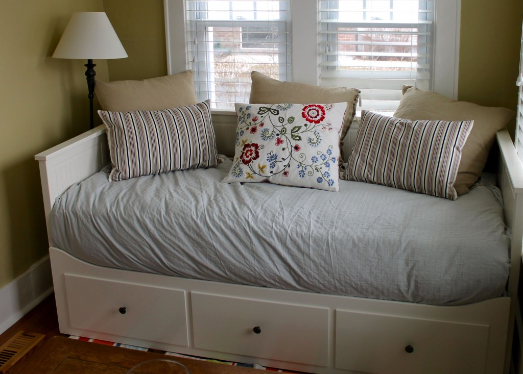 Daybed from right 1024x733 - Our Restful Nook