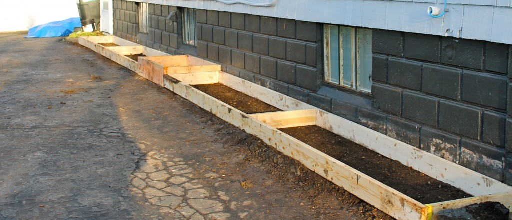Side box in place 1024x441 - Square Foot Gardening