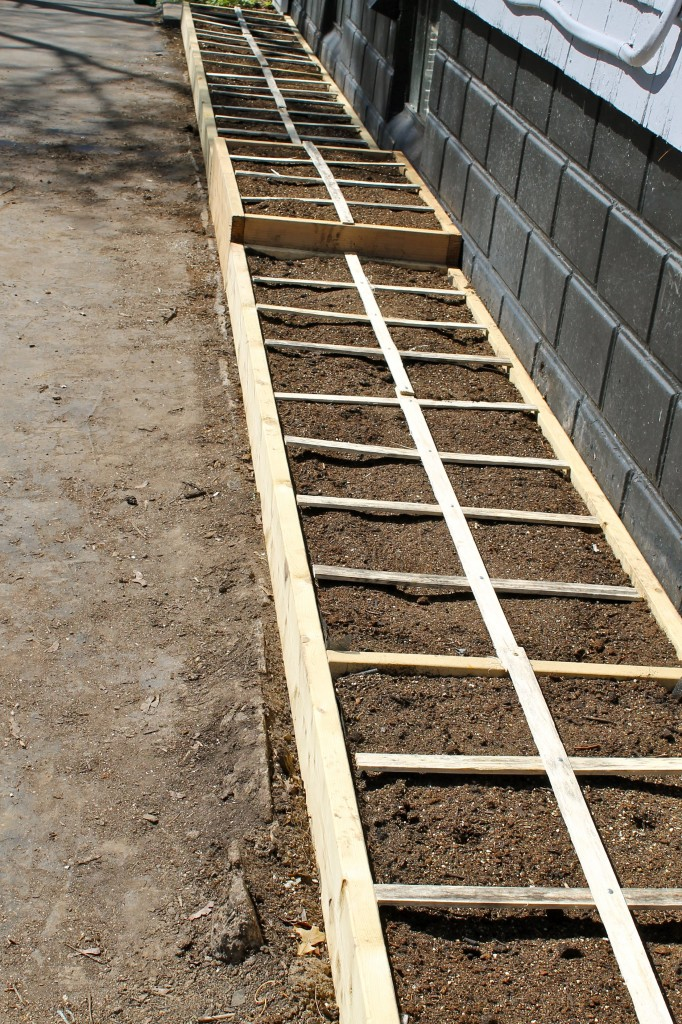 Side with grid 682x1024 - Square Foot Gardening