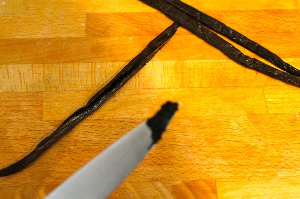 IMG 2511 1024x681 - I Am Making Vanilla Extract