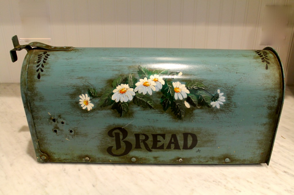 IMG 25791 1024x681 - Bread Box from a Mail Box