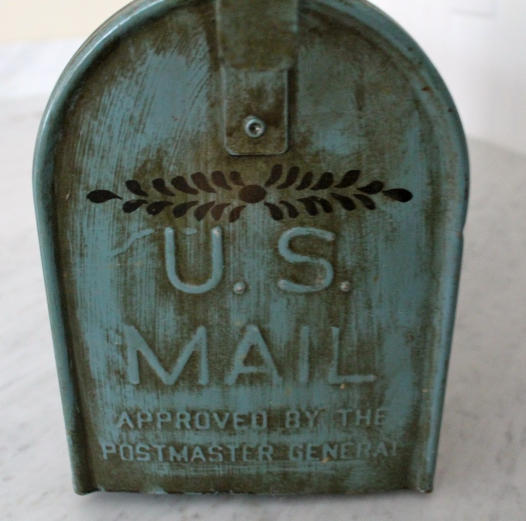 IMG 25861 1024x1016 - Bread Box from a Mail Box