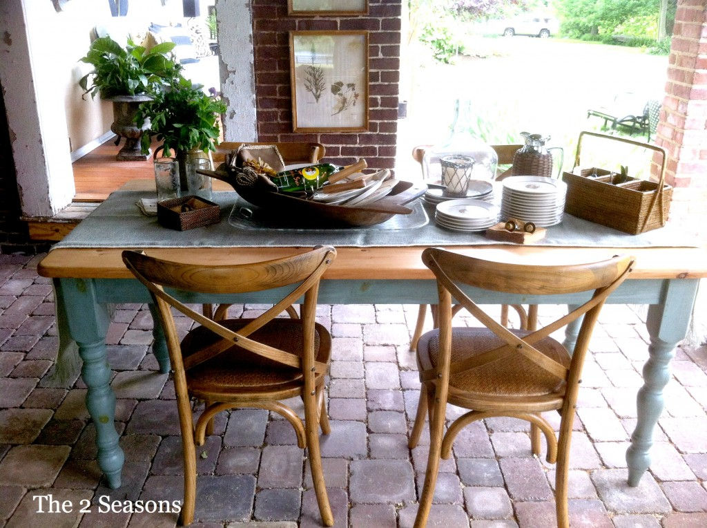 Table 1024x764 - The Porch Dining Area