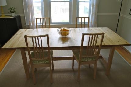 Runner plain table1 430x286 - Table