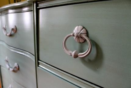 Dresser close up 430x290 - Dresser