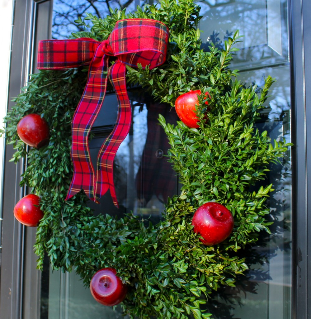 IMG 3945 999x1024 - A Williamsburg Wreath