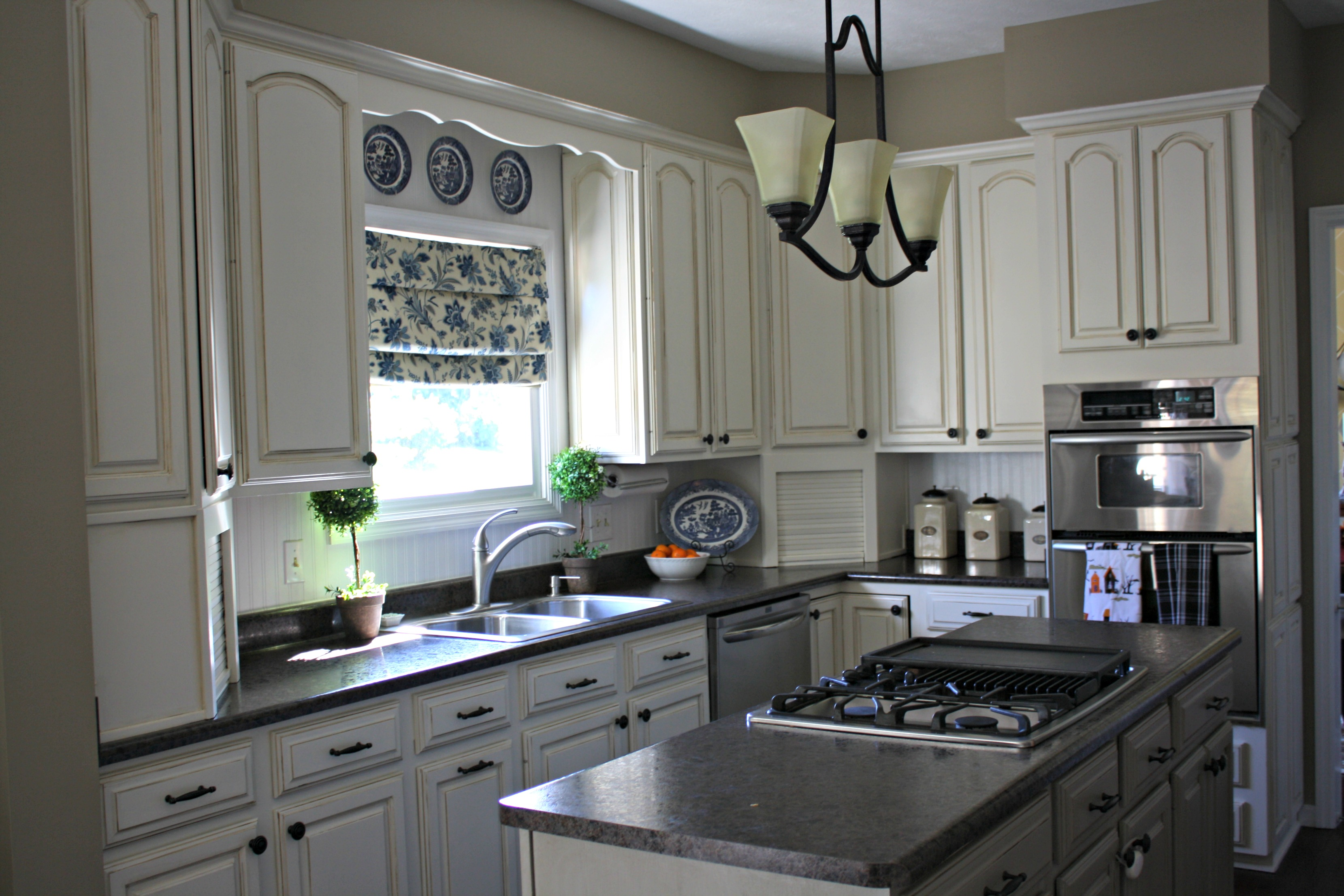 Pic Kitchen after - Amanda's Amazing Kitchen Upgrade