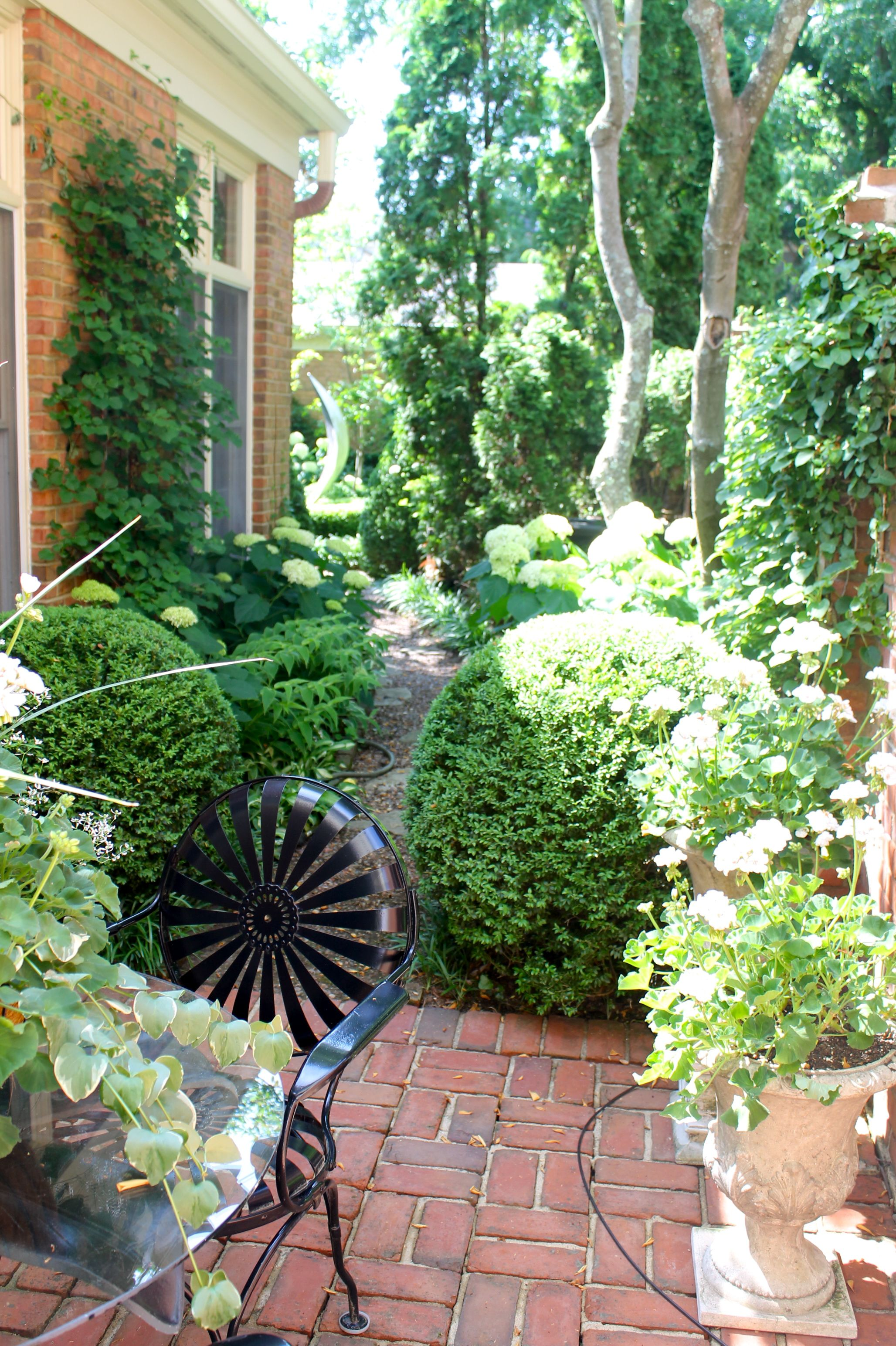 Five great garden ideas for French style courtyard ideas