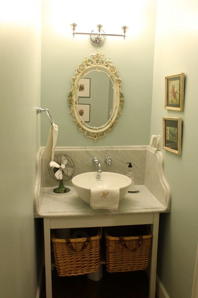 Powder room before - The 2 Seasons