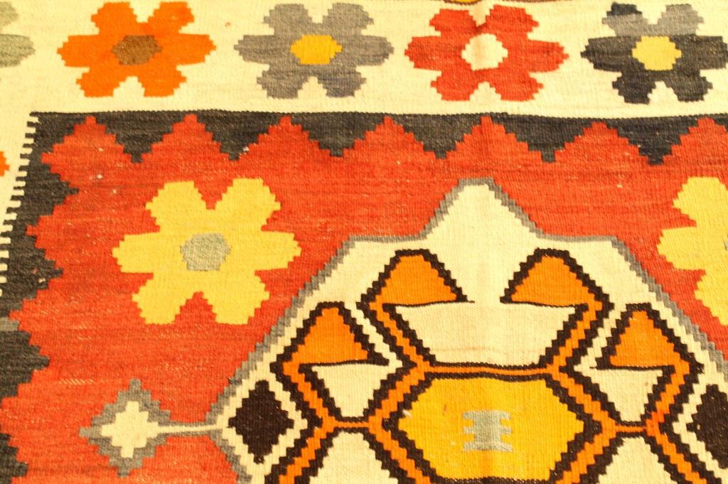 Foyer rug close-up