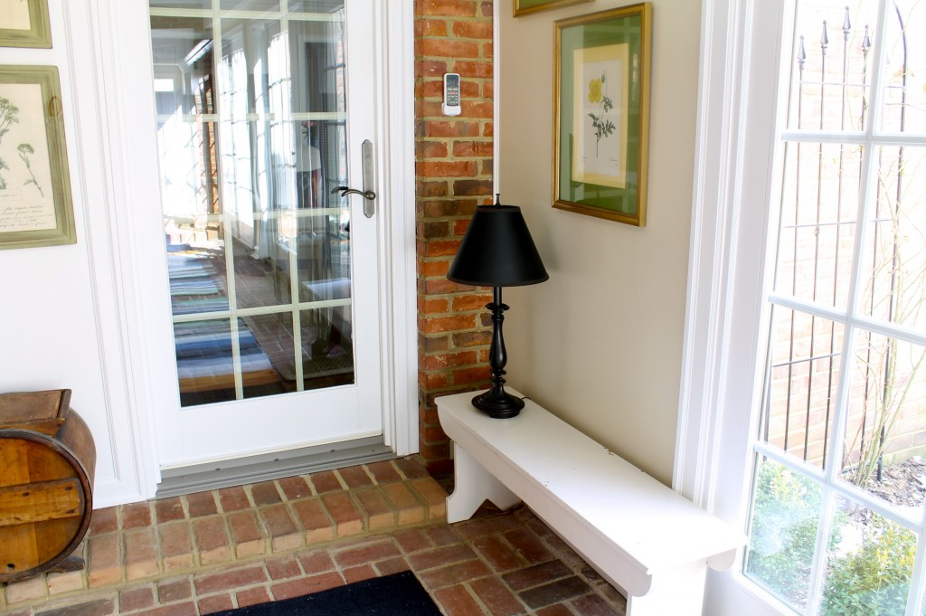 Foyer bench