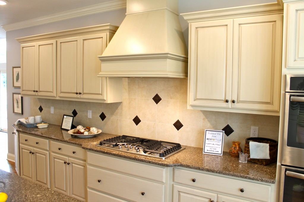 53 most popular kitchen colors 2014 amazing kitchen for Most popular kitchen cabinet color