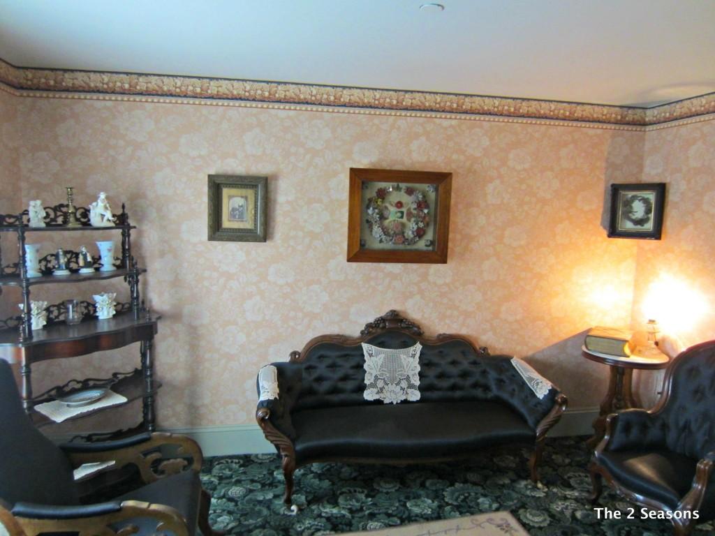 Anne Living Room 1024x768 - Anne of Green Gables