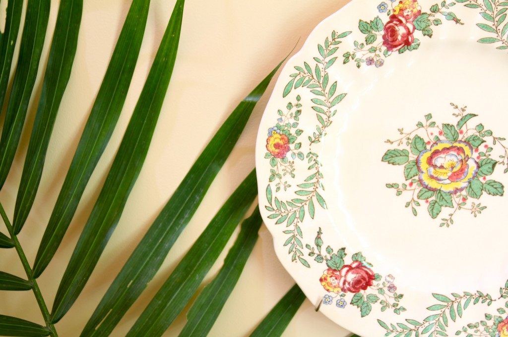 Foyer plates - The 2 Seasons