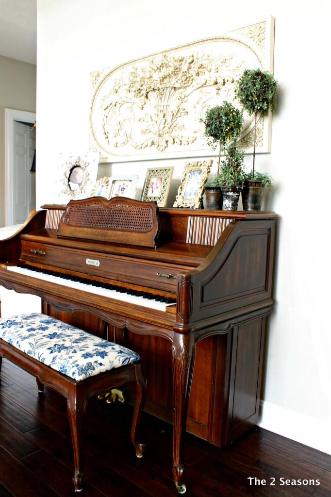 Amanda Piano 682x1024 - Amanda's House Tour