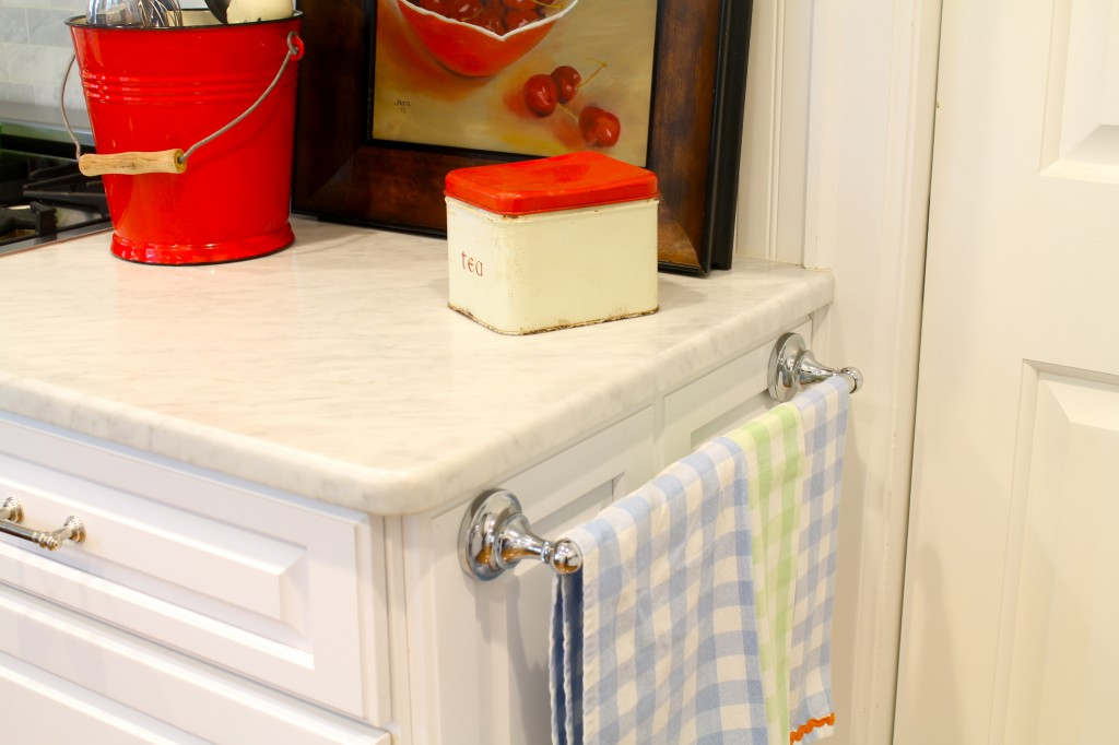 Use a towel bar on a kitchen cabinet for tea towels - The 2 Seasons