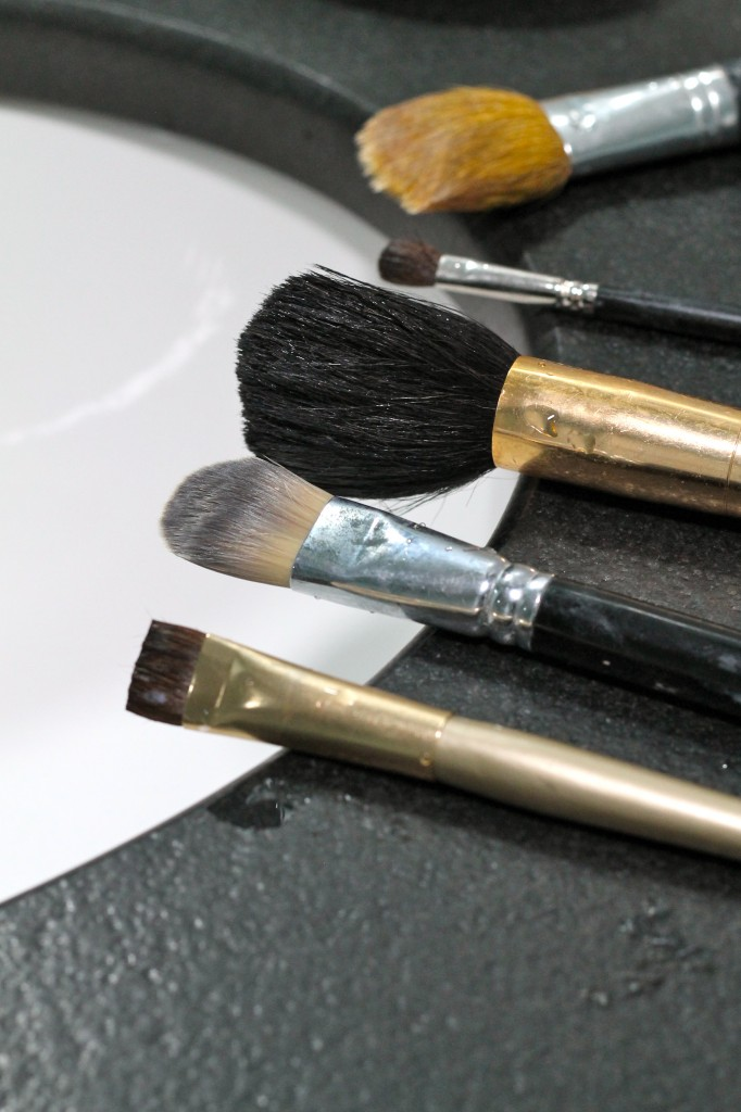 How to clean make-up brushes - The 2 Seasons