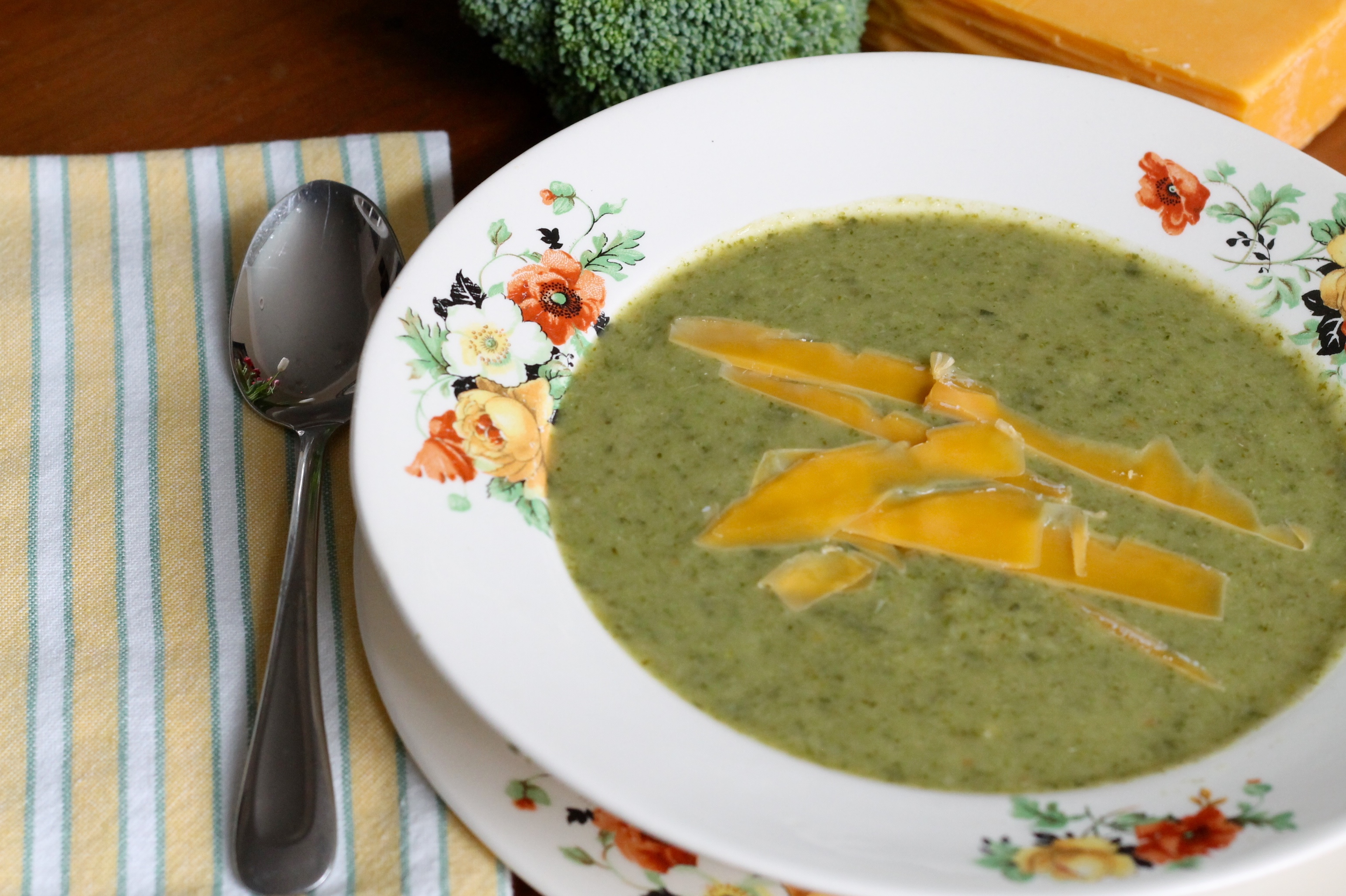 Broccoli Cheddar soup - The 2 Seasons