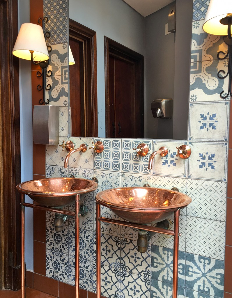 Copper sinks - The 2 Seasons