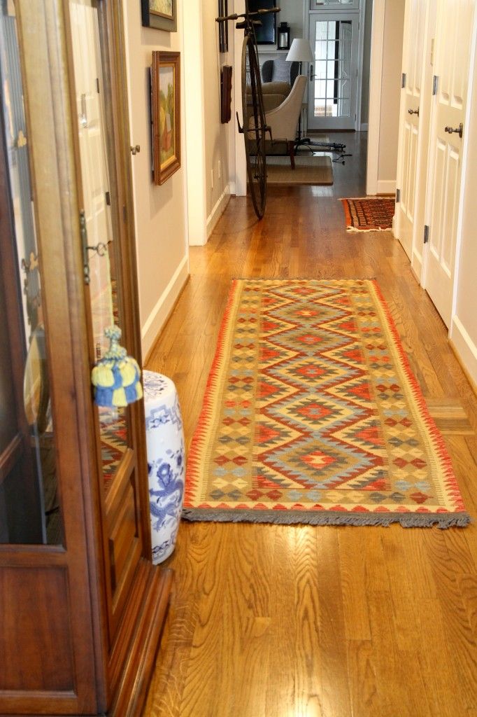 Rug in the foyer - The 2 Seasons