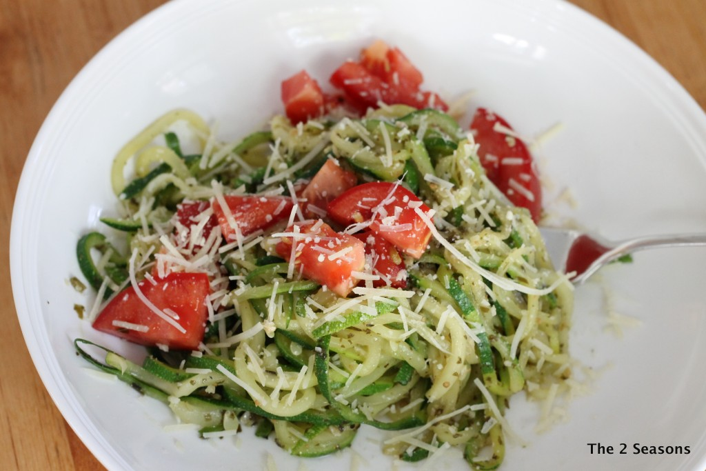 Zucchini noodles with pesto - The 2 Seasons