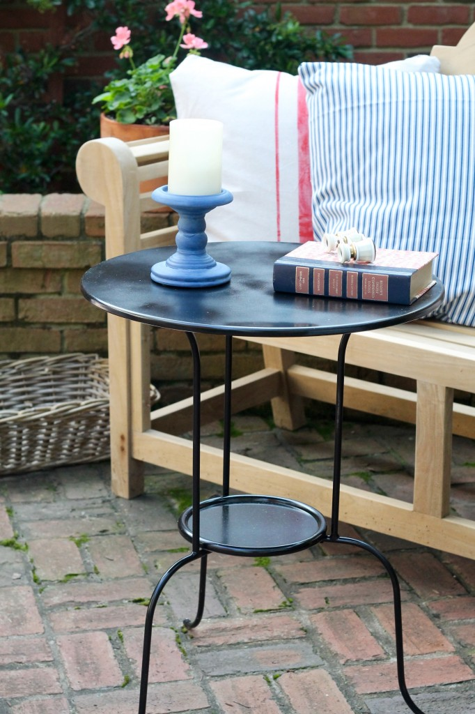 Courtyard accent table - The 2 Seasons