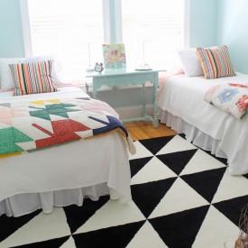 Jordan's guest room - The 2 Seasons
