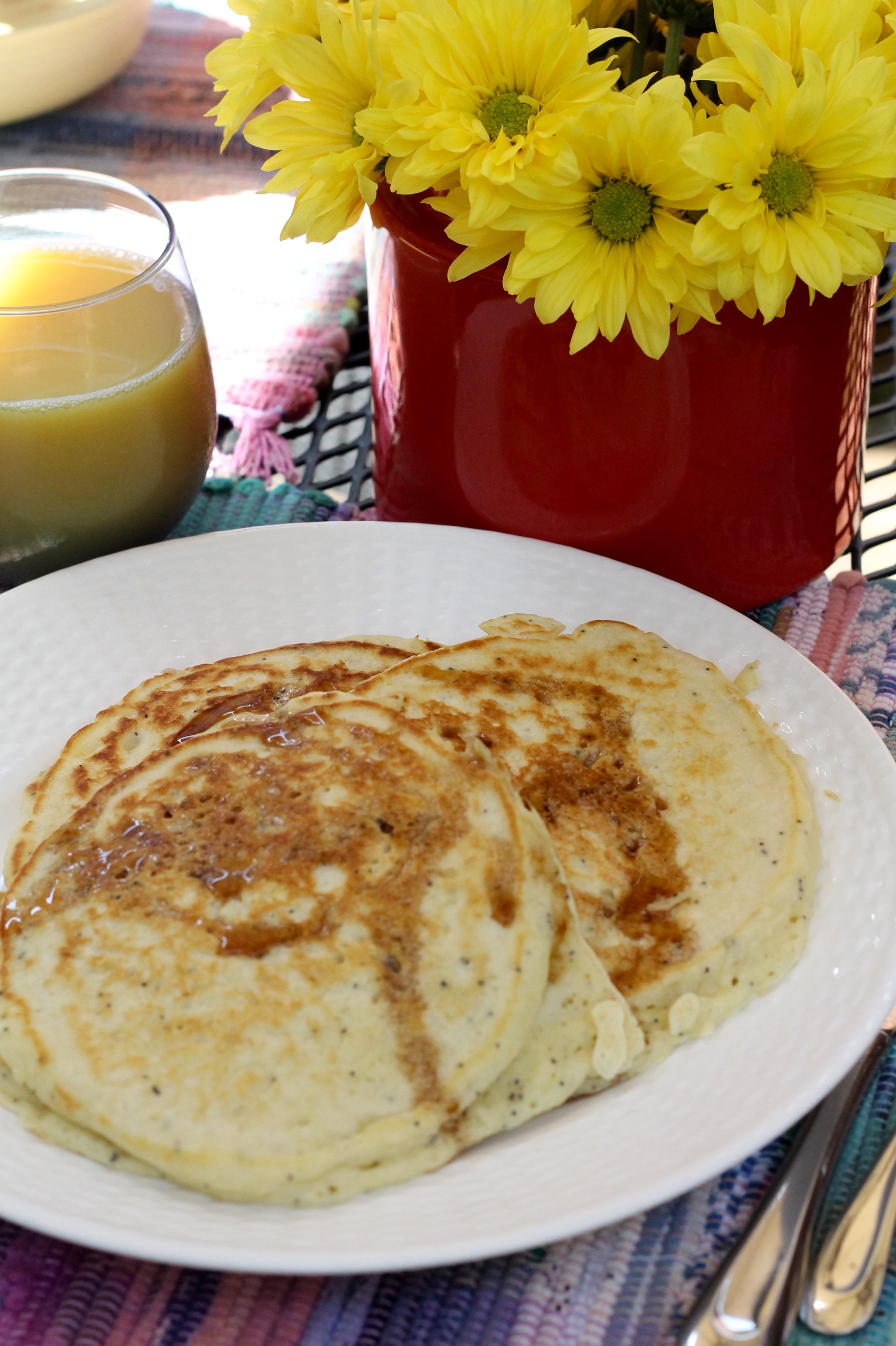 Lemon poppy seed pancakes - The 2 Seasons