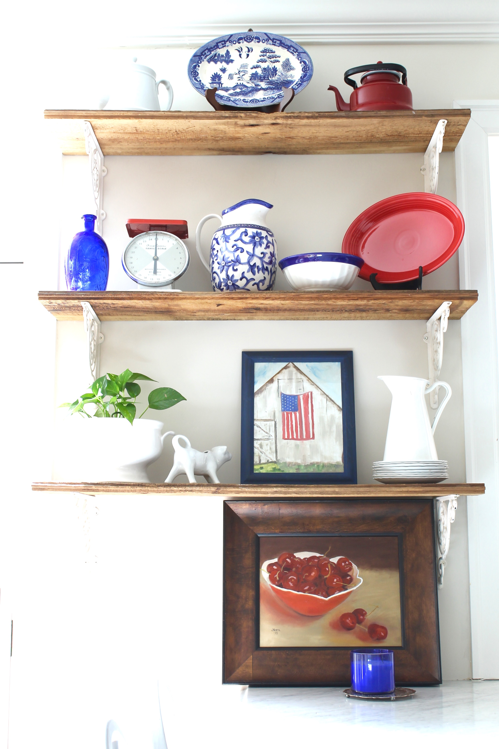 July 4 on rustic kitchen shelves - The 2 Seasons