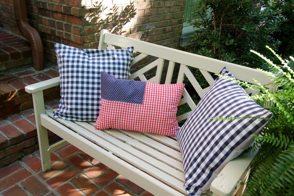 DIY July 4 flag pillow - The 2 Seasons