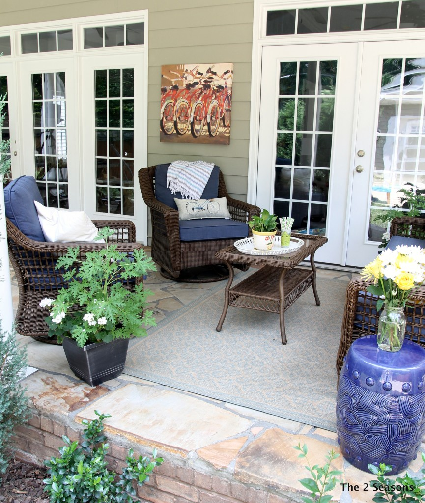 Porch sitting area - The 2 Seasons