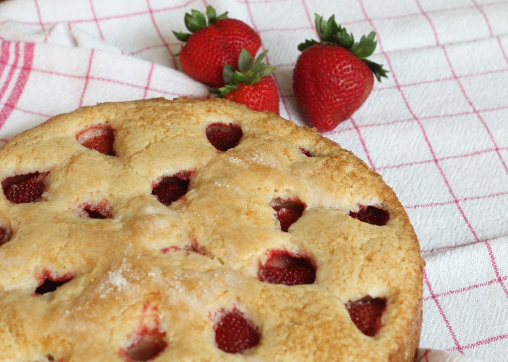 This strawberry cake is an easy summertime dessert. - The 2 Seasons