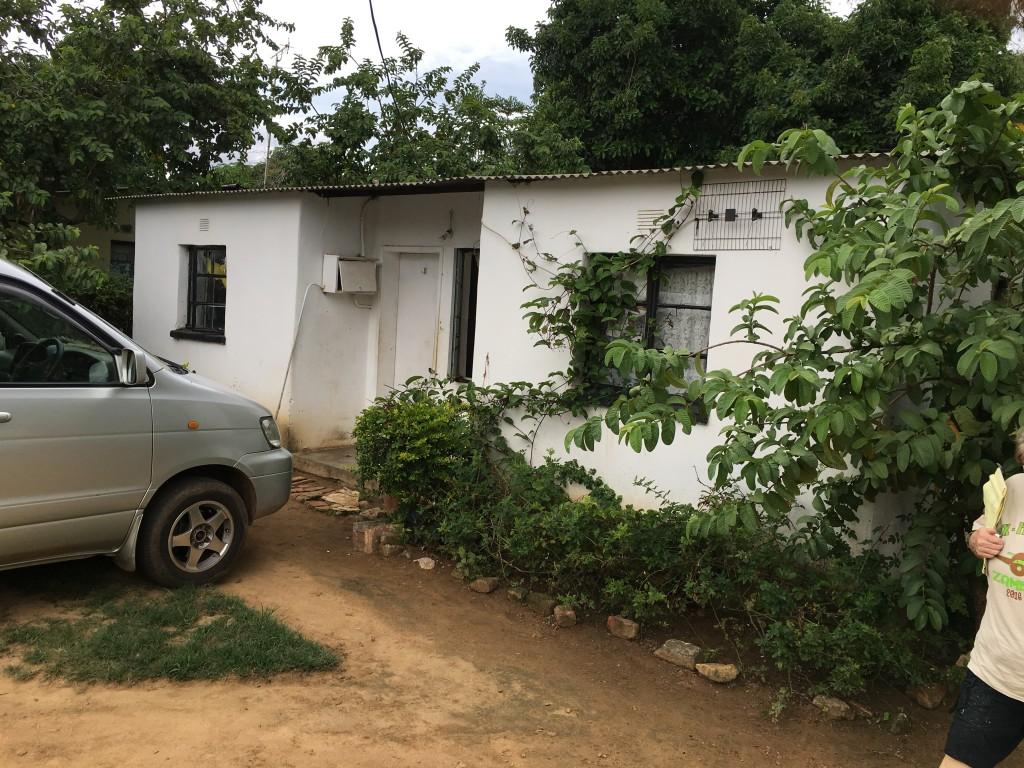 House in Zambia - The 2 Seasons