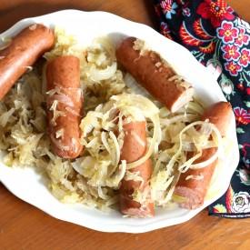 Slow cooker German style Bratwurst - The 2 Seasons