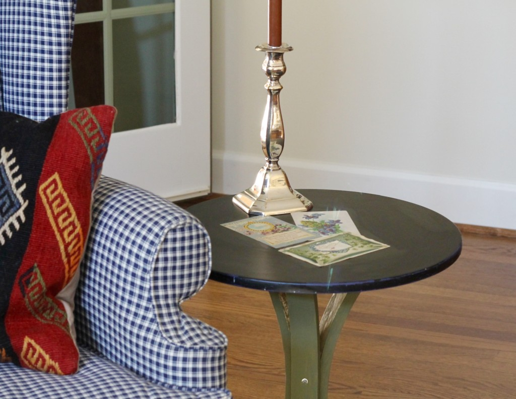Use post cards to enhance a side table - The 2 Seasons