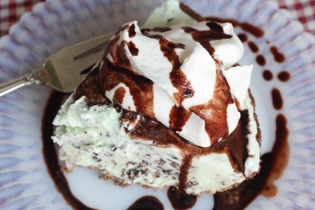No Bake Mint Chocolate Ice Cream Pie - the 2 Seasons