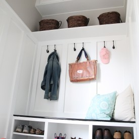 Closet to mudroom - The 2 Seasons