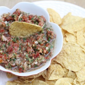 Quick and Easy Fresh Salsa - The 2 Seasons