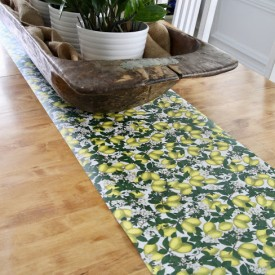 Quick, easy DIY table runner - The 2 Seasons