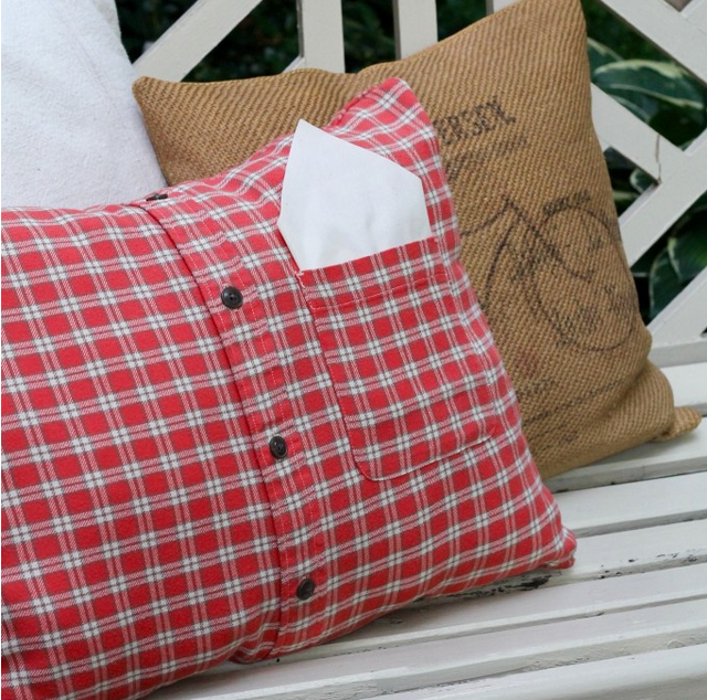Fall pillow from a flannel shirt - The 2 Seasons