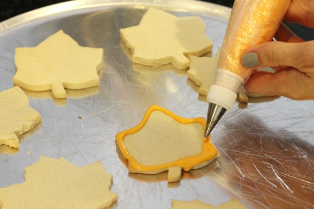How to decorate leaf sugar cookies
