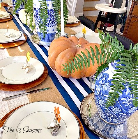 Thanksgiving table - The 2 Seasons
