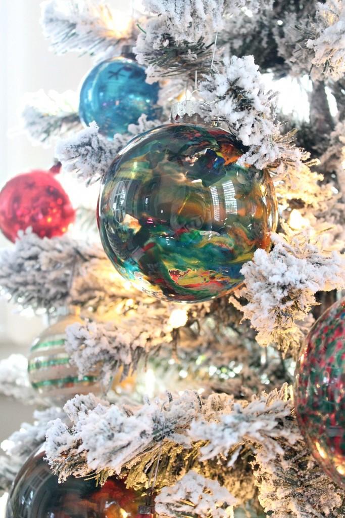 DIY Melted Crayon Christmas ornament