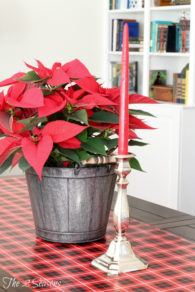 DIY Wrapping Paper Table Runner - The 2 Seasons