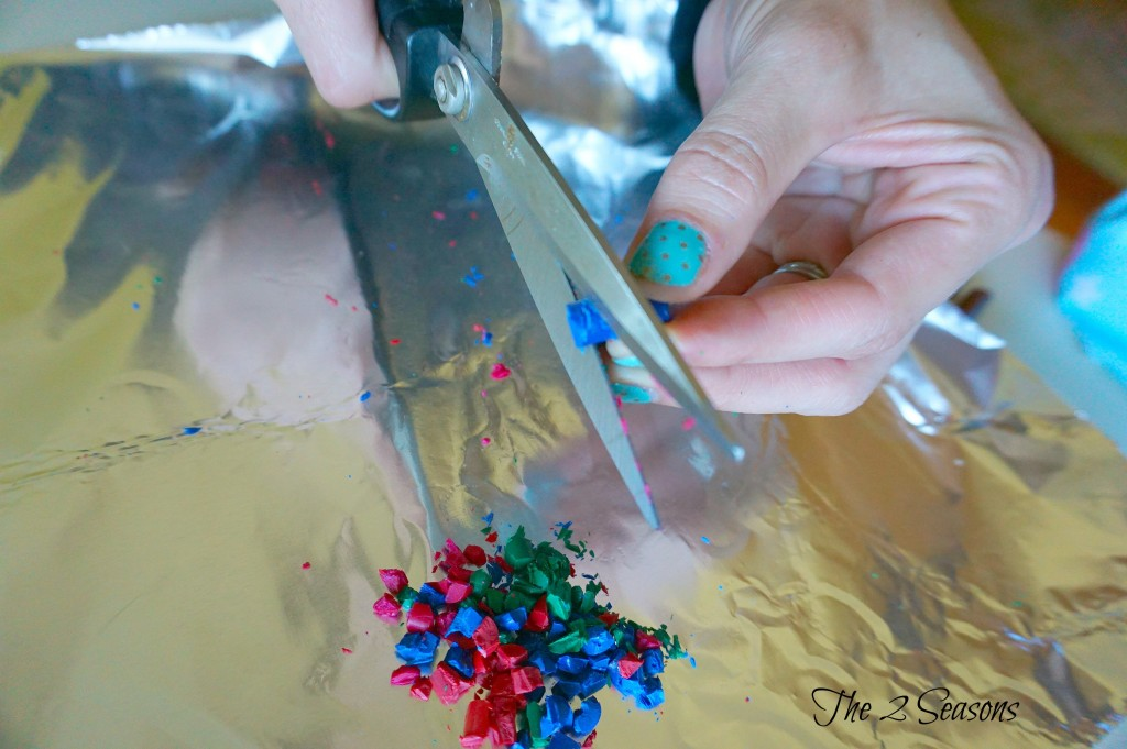 DIY Ornaments 4 1024x681 - DIY Melted Crayon Ornament - Revisited